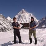 Im Hintergrund der K2
