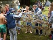 Ein Boot aus Haselnussruten und 300 Knoten