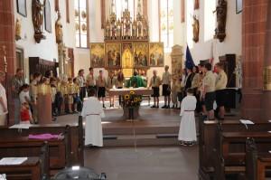 Gemeinsames Gebet um den Altar