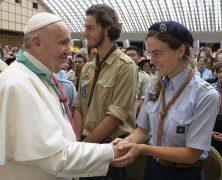 Der Papst trägt Halstuch